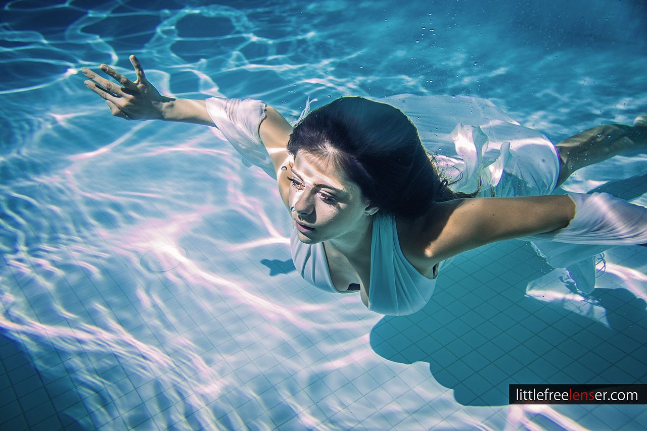 Azra : Underwater Shoot